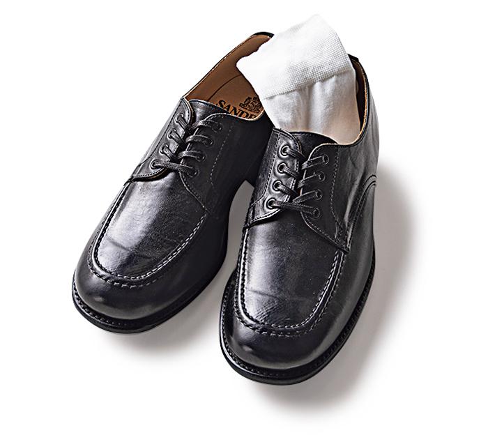 薄手ソックスと革靴