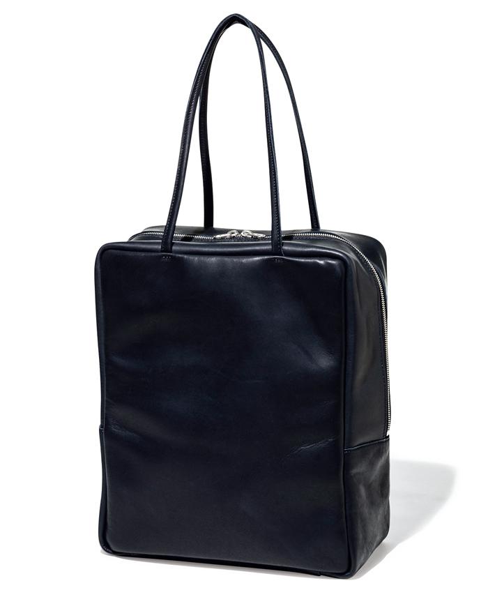 モルミルスのグロスレザーボストンバッグ